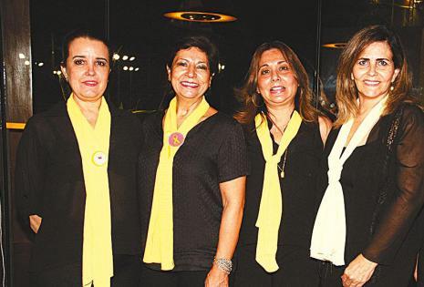 /con sus respectivos uniformes. Sonia Shak, Patricia Bustillos, Liliana Lijerón  Y Silvia Seng participaron de la reunión en la que intercambiaron ideas. compartieron un café con horneados típicos y una torta de merengue