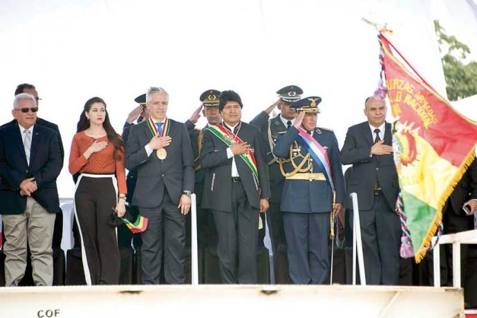 JUNTOS. El presidente Evo Morales y el gobernador Rubén Costas en un acto, ayer.