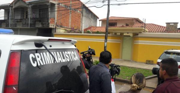 La Policía hace el levantamiento del cuerpo de la mujer