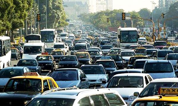 EL USO DE GASOLINA EN EL PARQUE AUTOMOTOR ES DE UN 80% EN BOLIVIA