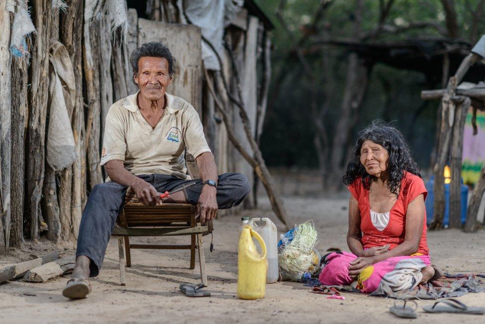 Los Ayoreo Totobiegosode del Chaco paraguayo está sufriendo la acelerada deforestación que se registra en esta zona y esto les hace estar en constante huida. Este pueblo aún tiene parientes de generaciones recientes que permanecen en los últimos bosques de su territorio, evitando el contacto con otras personas. rn