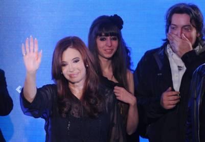 Cristina, Máximo y Florencia Kirchner, dueños de Los Sauces SA. Foto Clarín.