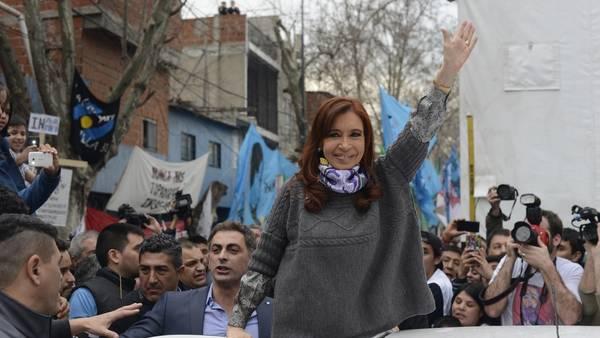 Cristina Kirchner participa de una entrevista en un canal de TV comunitario en la villa 31. Foto: Andres D