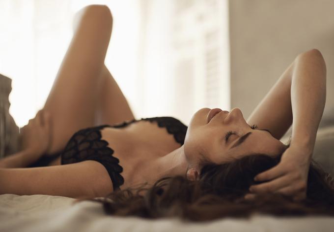 10 cosas que las mujeres seguras de sí mismas hacen en la cama