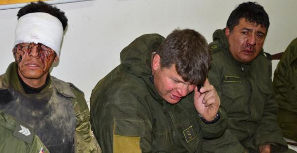 Decenas de uniformados son atendidos producto del enfrentamiento con mineros cooperativistas en la carretera a Oruro.