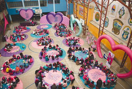 FRUTOS. El programa social llega los fines de semana a distintos colegios, donde se organizan dinámicas y talleres