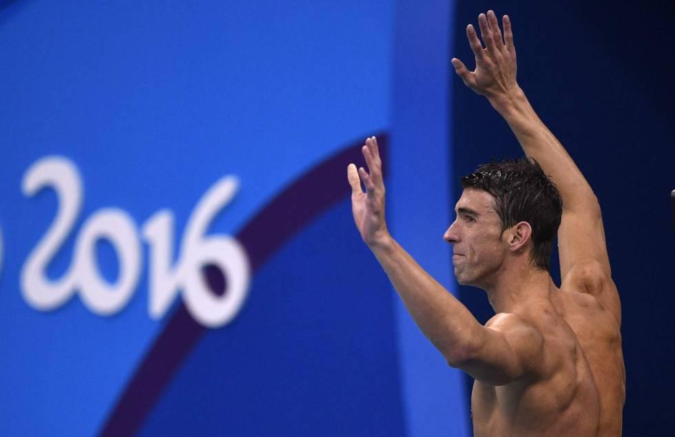 Phelps celebra el oro de EE UU en 4x100.