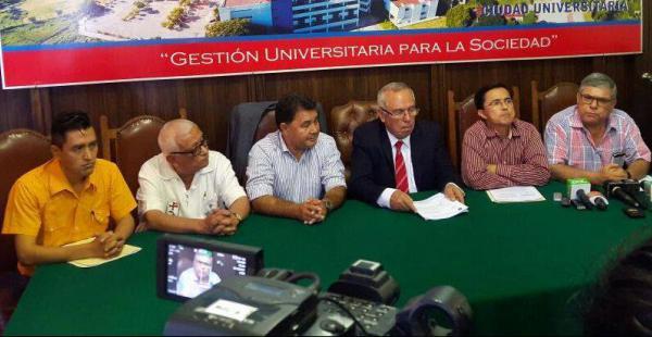 Candidatos de cinco de los seis binomios en carrera por el Rectorado de la Gabriel acompañaron al rector Manfredo Menacho