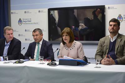 La ministra Bullrich y otros funcionarios de seguridad, días atrás, durante una conferencia de prensa.