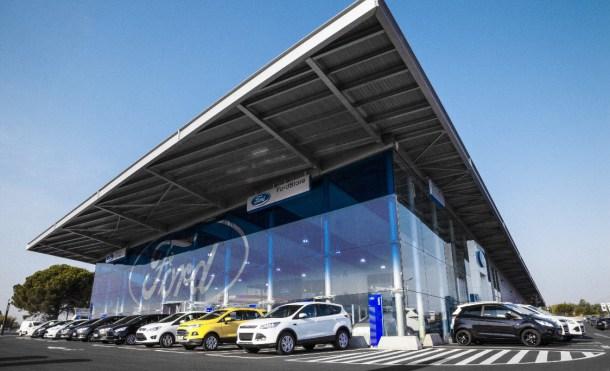 Los consumidores adoramos los coches eléctricos pero no los compramos