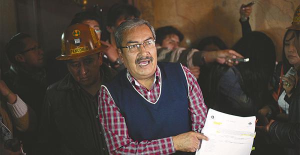 El dirigente de Fencomin, Carlos Mamani, calificó como una burla la respuesta del Gobierno a los mineros