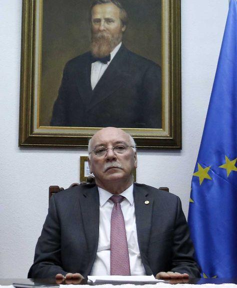 El canciller paraguayo, Eladio Loizaga, en la sede de la cancillería en Asunción (Paraguay),