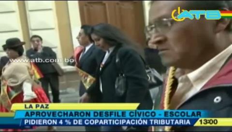 Aprovechan desfile cívico para pedir más recursos para La Paz