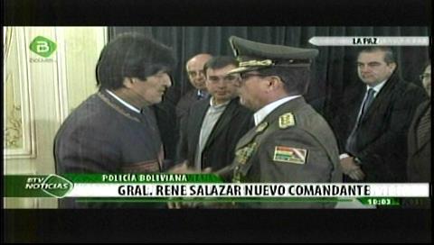 Evo posesiona al general René Salazar como nuevo Comandante de la Policía Boliviana