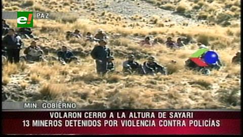 Cooperativistas bloquean ruta Oruro-Cochabamba y hay 13 detenidos