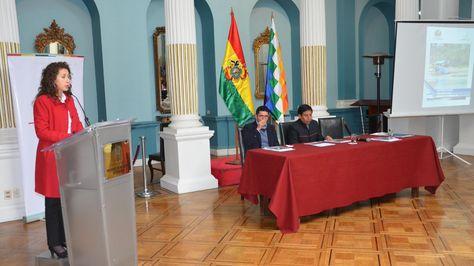 Ministra Moreira durante la presentación del libro. Foto: @AmbienteyAguaBo