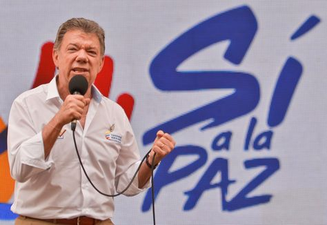 El presidente de Colombia, Juan Manuel Santos participa de la primera Jornada de Pedagogía de Paz realizada en el país, en una plaza pública de CalI (Colombia) hoy, viernes 29 de julio de 2016. Foto: AFP