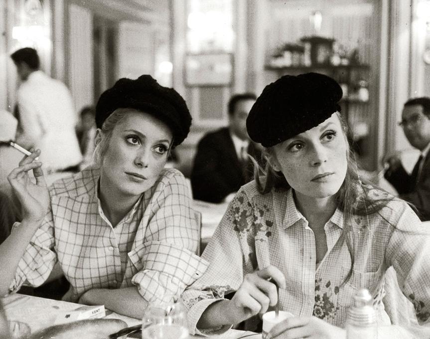 Catherine Deneuve y su hermana Françoise Dorléac, en un fotograma de