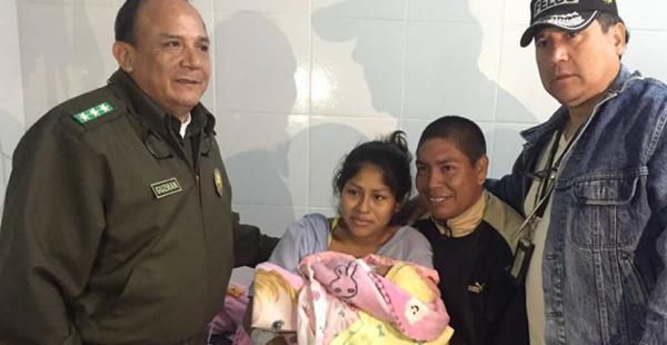 Los felices padres agradecieron el trabajo de la Policía que realizó diferentes operativos para recuperar a su bebé