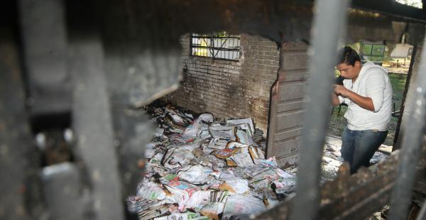 Así quedó el material electoral en la Uagrm tras el ataque sufrido esta madrugada