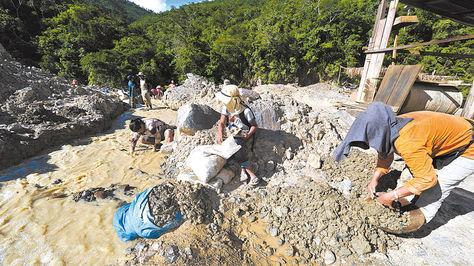 Actividades en la Cooperativa Minera Aurífera Unificada 6, de la población de Guanay, en La Paz.