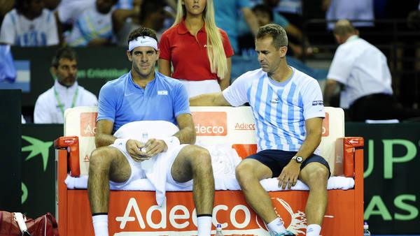 Juan Martín del Potro junto a Daniel Orsanic, en un descanso del partido del viernes ante Murray. (Juano Tesone)