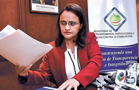 Informe. La ministra de Transparencia, Lenny Valdivia, en su despacho. Foto: AFKA