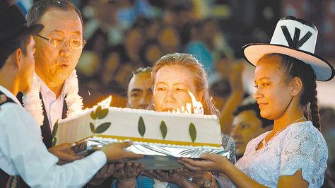 En 2014, Ban llegó hasta la localidad crucea de El Torno, allí celebró su cumpleaño número 70 con una torta elaborada con coca