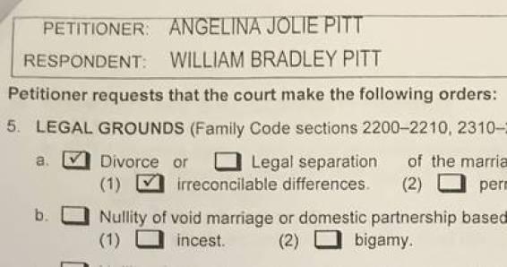El documento que constata el pedido de divorcio de Angelina Jolie. (REUTERS)