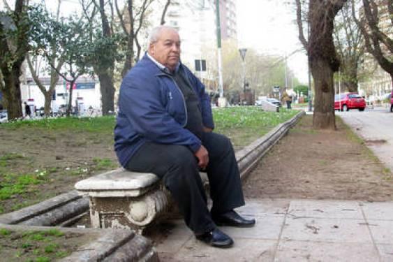 Hugo Lespada le gano un juicio a una tabacalera por fumar dos atados diarios desde hace 40 años. (Fabián Gastiarena)