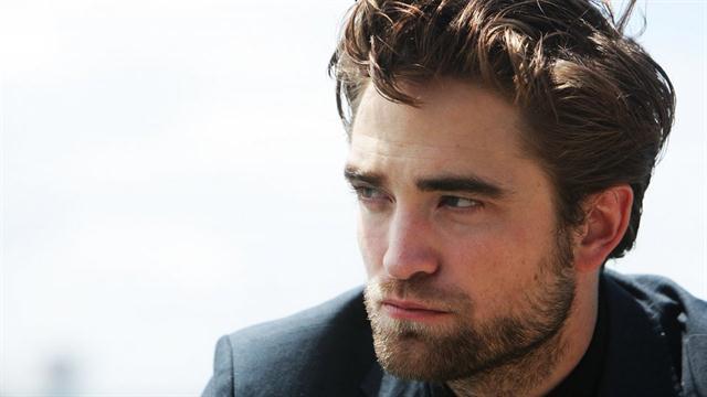 Un look al natural, Robert no usa ningún producto en su cabello ni para lavarse ni para lucirlo en la alfombra roja