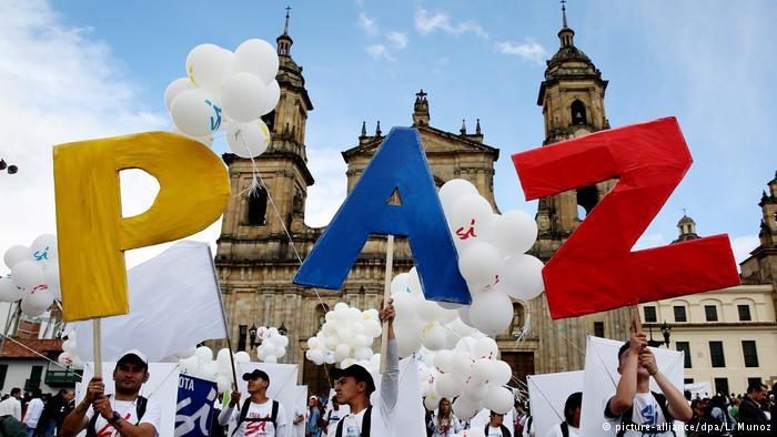 Kolumbien Unterzeichnung des Friedensvertrags (picture-alliance/dpa/L. Munoz)