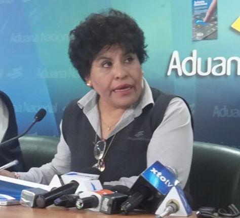 La presidenta de la aduana Marlene Ardaya informa sobre la existencia de dos paginas electronicas que ofertan ilegalmente articulos de la subasta