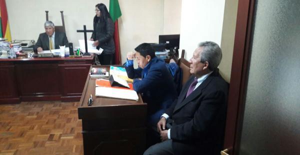 El comunicador llegó a la sede de Gobierno para recabar información sobre su situación jurídica.