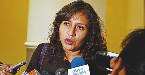 Adriana Campero es la ministra más joven del gabinete presidencial. Fue el blanco de ataques verbales