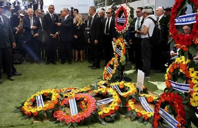 Un mar de coronas para Shimon Peres, en su último adiós. / AP