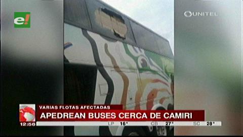 Supuestos asaltantes apedrean buses en la carretera a Camiri
