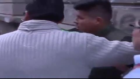 Agreden a camarógrafo y periodista de Bolivisión en La Paz