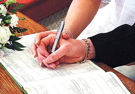 La mujer y el hombre que pretendan contraer matrimonio deben realizar el trámite de forma personal. Foto: Blogspot