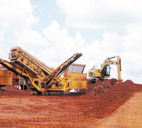 Maquinaria pesada en el Mutún.