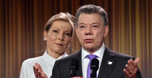 Santos ofreció un discurso junto a su esposa agradeciendo al pueblo colombiano por el premio