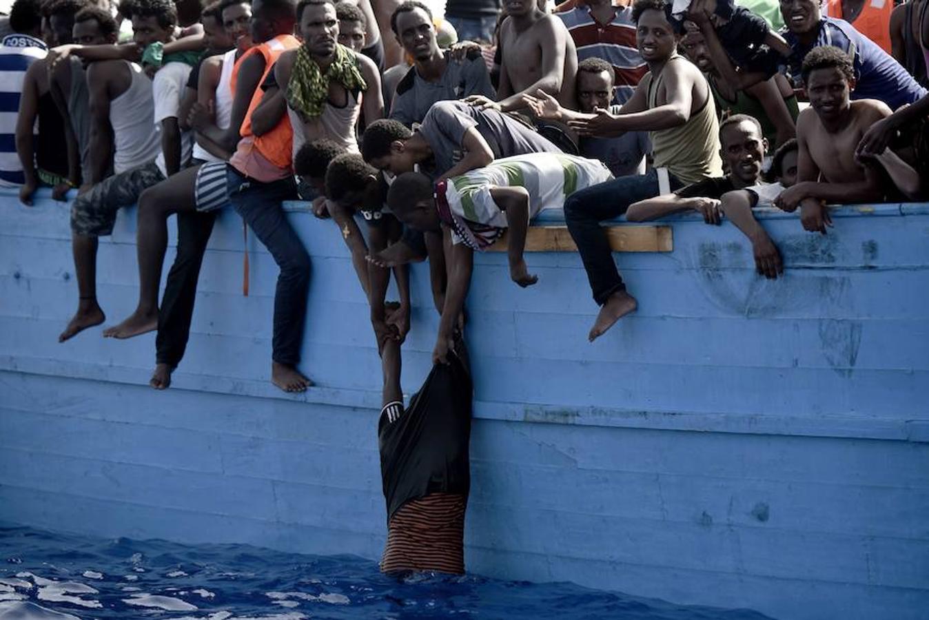 Más de 1.800 personas han sido rescatadas en los últimos días en la costa Libia. Esta imagen está tomada a doce millas de ella