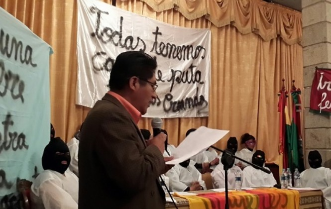 Gobernador Patzi se compromete a revisar normas que regulan la práctica de la prostitución en La Paz