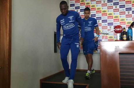 Jaime Ayoví (izq.) y Christian Noboa (der.) en la Casa de la Selección. Foto: Mauricio Bayas / EL COMERCIO