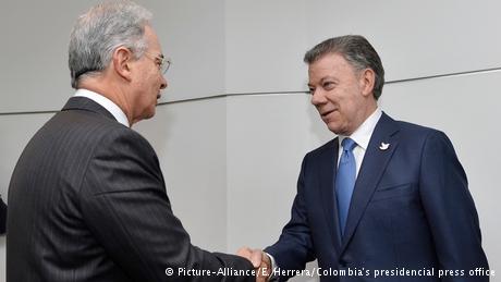 Kolumbien Juan Manuel Santos und Alvaro Uribe (Picture-Alliance/E. Herrera/Colombia