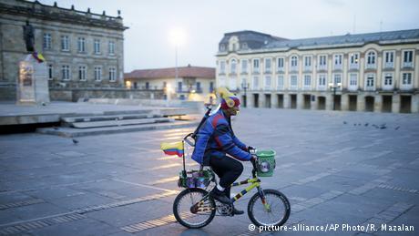 Kolumbien -Bogota - Reaktionen nach der Nobelpreisverleihung an Juan Manuel Santos (picture-alliance/AP Photo/R. Mazalan)