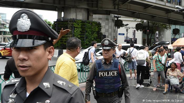Thailand Bangkok Polzisten auf Straße (Getty Images/AFP/M. Uz Zaman)