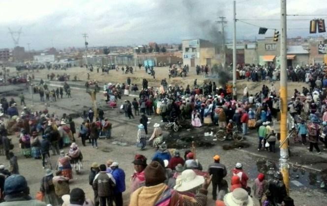 El Alto: Violento enfrentamiento entre vecinos y policías deja 10 aprehendidos