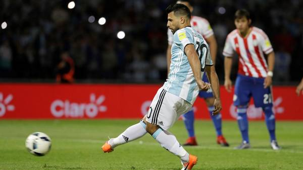 Agëro falló un penal en la derrota frente a Paraguay. (FTP)