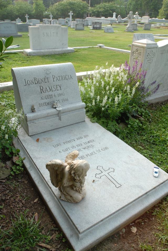 La tumba de JonBenét fotografiada en 2006, diez años después del crimen.